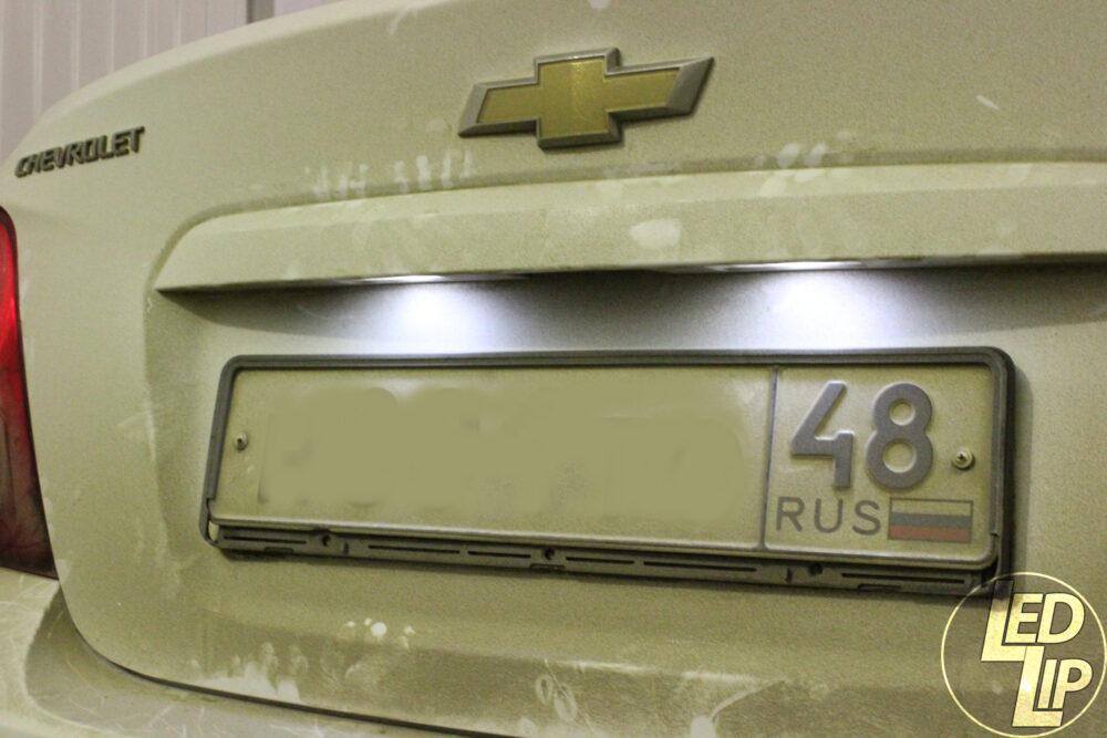Установка светодиодного плафона и ламп подсветки номера в Chevrolet Aveo