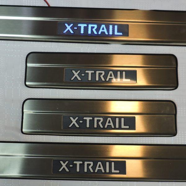 Накладки на пороги с подсветкой Nissan X-Trail