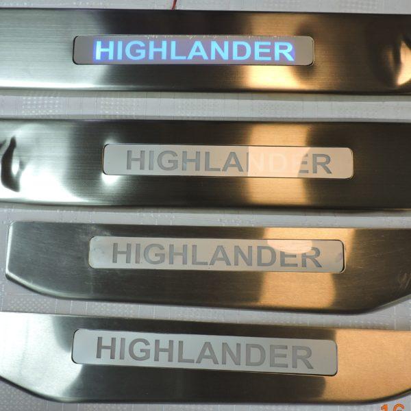 Накладки на пороги с подсветкой Toyota Highlander