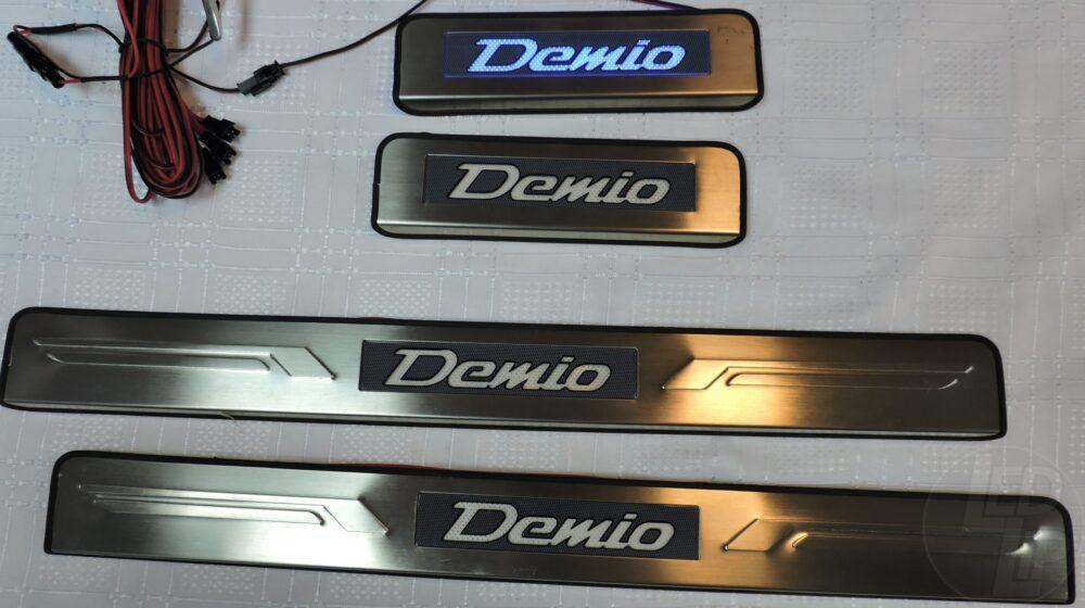 Накладки на пороги с подсветкой Mazda 2/Demio