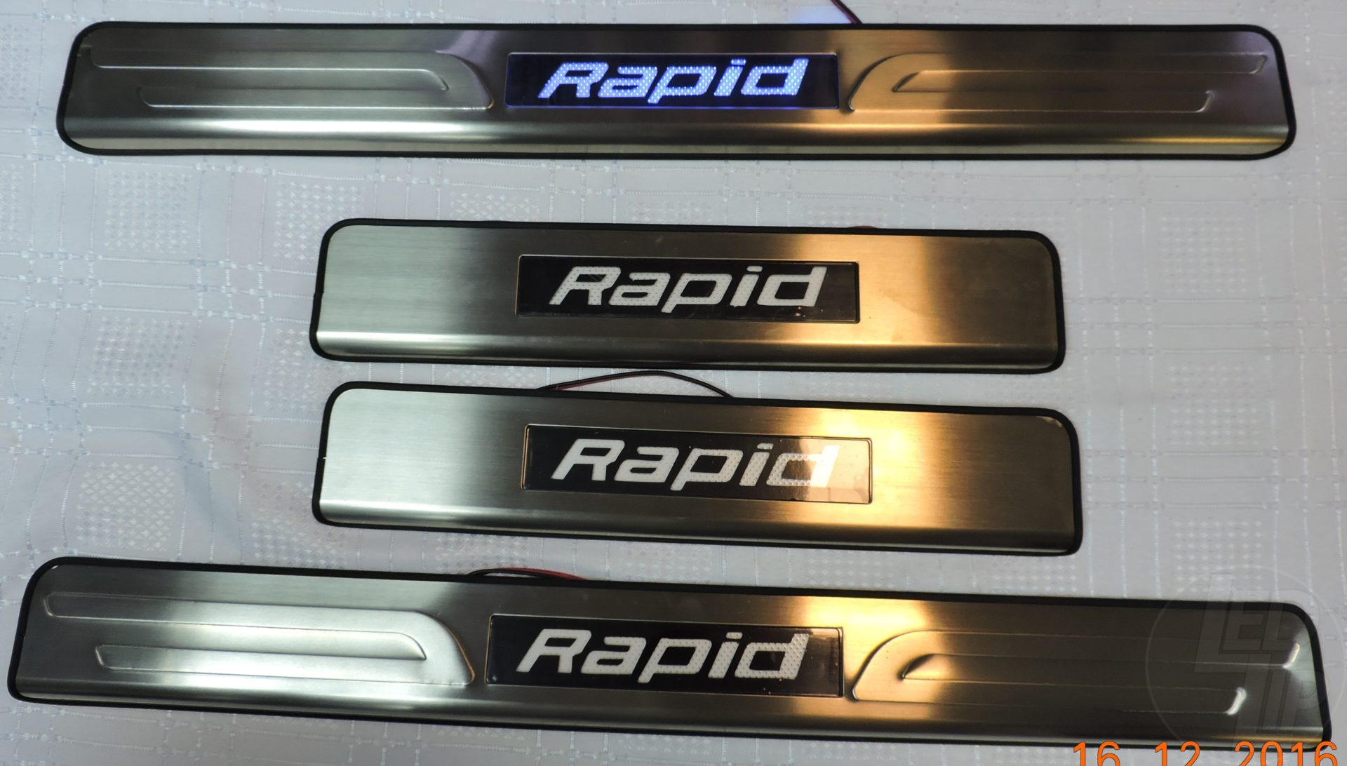 Накладки на пороги с подсветкой Skoda Rapid